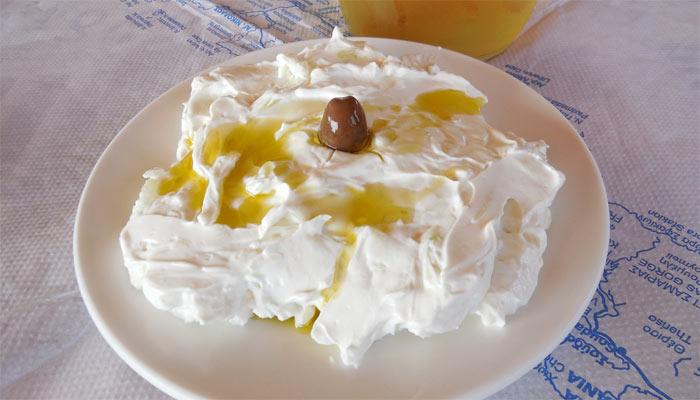 Фото знаменитейшего йогурта Врисеса на Крите