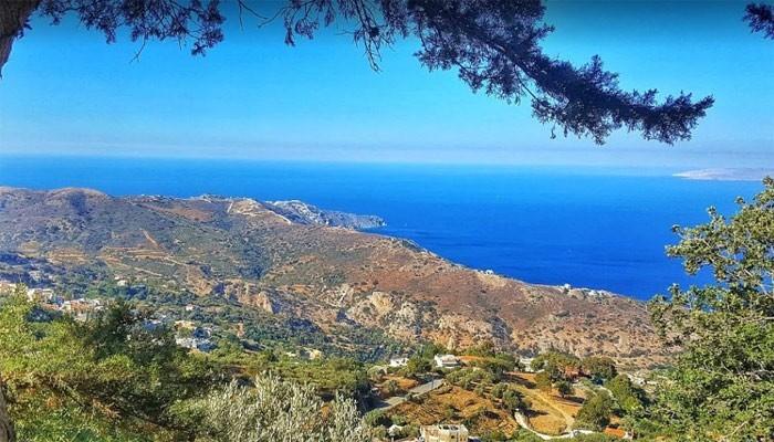 Вид на море в деревне Амудара на Крите