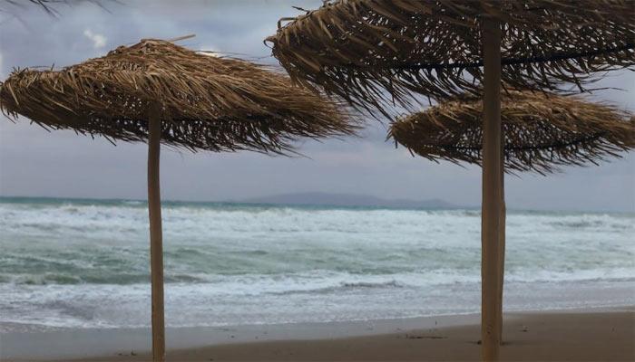 Ветер на пляже города Амудара на Крите
