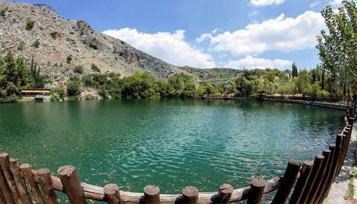 Деревня Зарос и красивейшее озеро Вотомос.