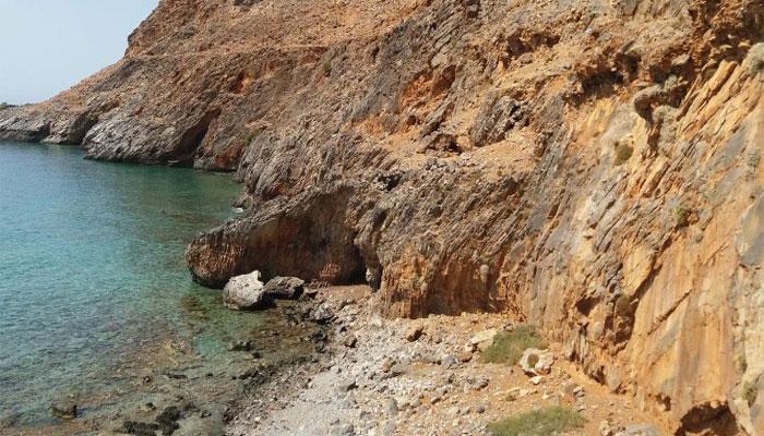 Пляж Ликос возле деревни Лутра на Крите