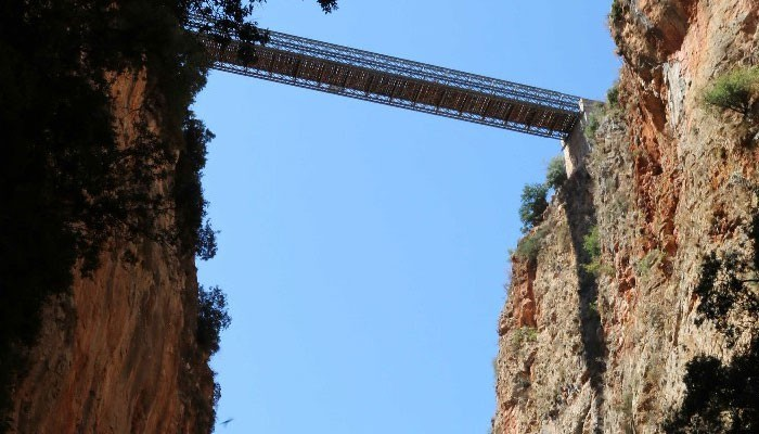 Лутро, красивое место на Крите с бирюзовой водой.