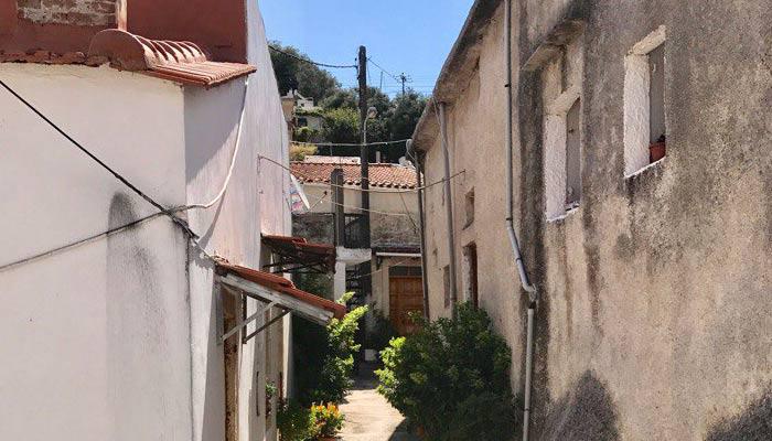 Фото улицы деревни Аргируполи на Крите