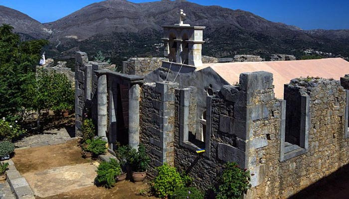 Аксос — самобытная деревня на Крите.