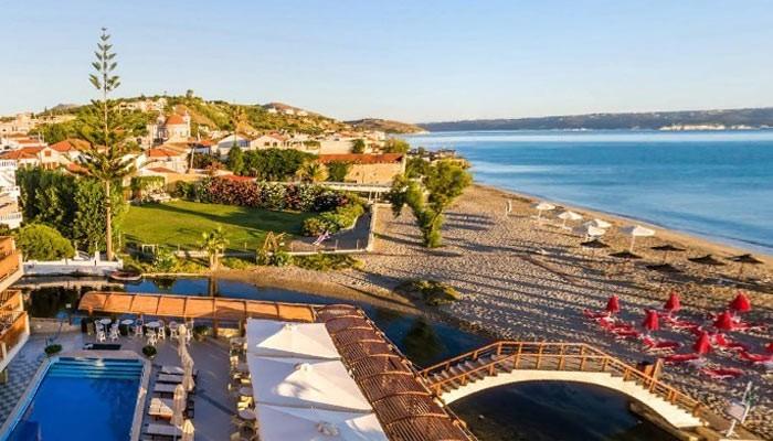 Каливес, туристический курорт с пляжем, имеющим голубой флаг.