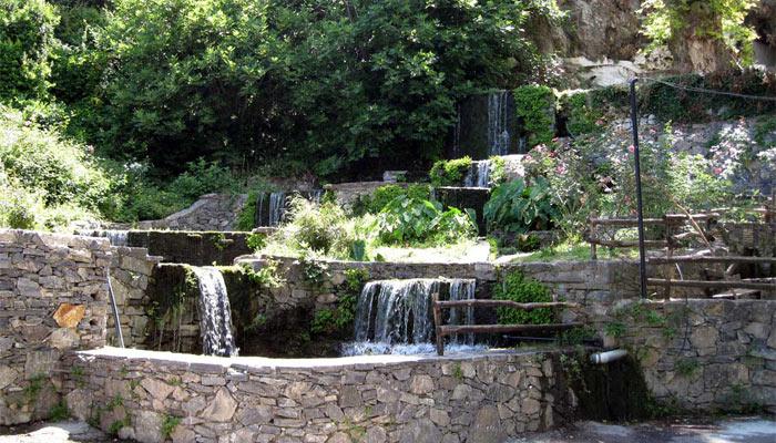 Аргируполи, горная деревня окруженная водопадами.