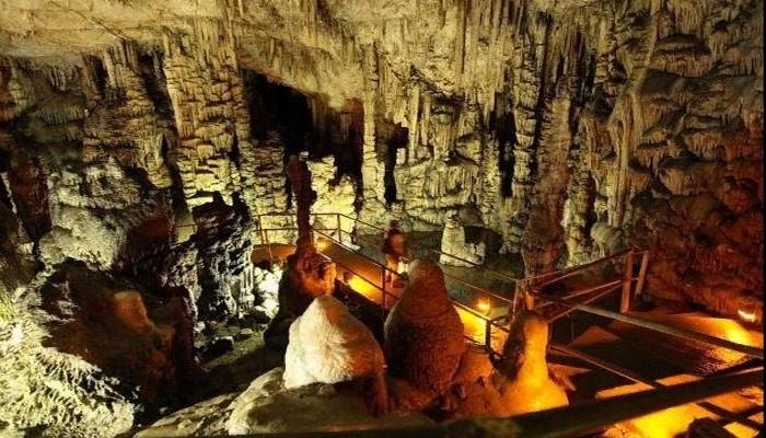 Диктейская пещера в 20 км от деревни Миртос на Крите