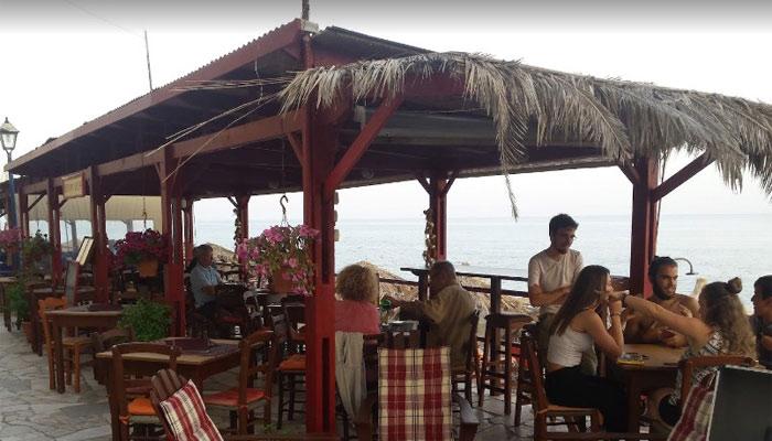 Кафе -бар Канова в деревушке Миртос на Крите