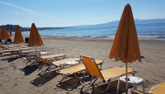 Пляж Agia Marina в городе Платаньяс на Крите
