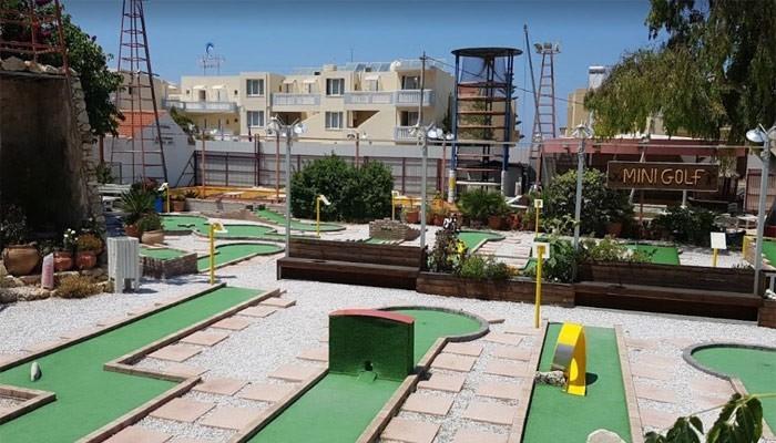 Мини-гольф Mini Golf Alaloum на курорте Платаньяс на Крите