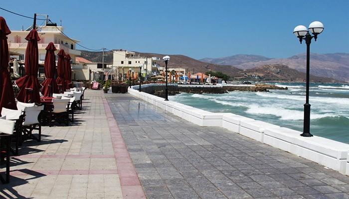 Фото набережной деревни Киссамос на острове Крит