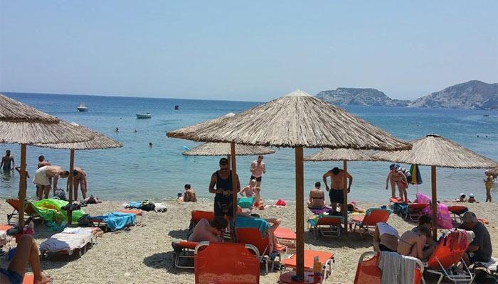 Мононафтис: уютный пляж с услугами дайвинга.