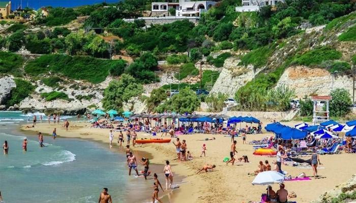 Пляж Каталас: вдали от городской суеты.