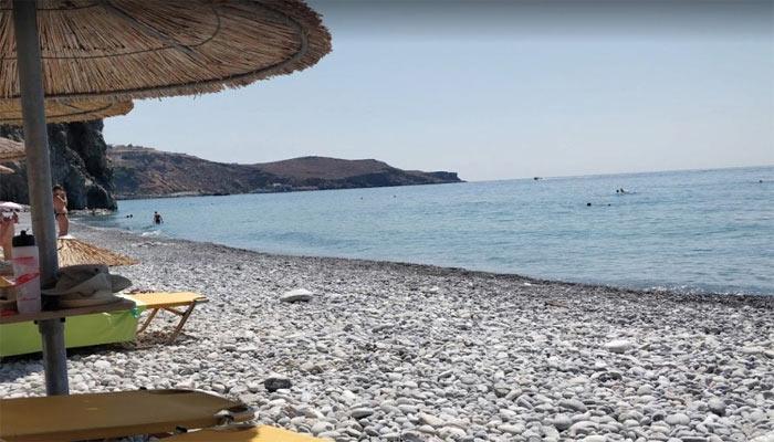 Галечный берег пляжа Илингас на Крите