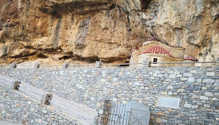 Поселок Плакиас: греческие каникулы рядом с прекрасным пляжем.