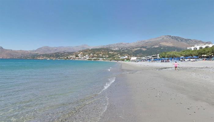 Фото береговой лини пляжа в Плакиасе на Крите