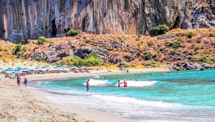 Поселок Плакиас: греческие каникулы для туристов бальзаковского возраста.