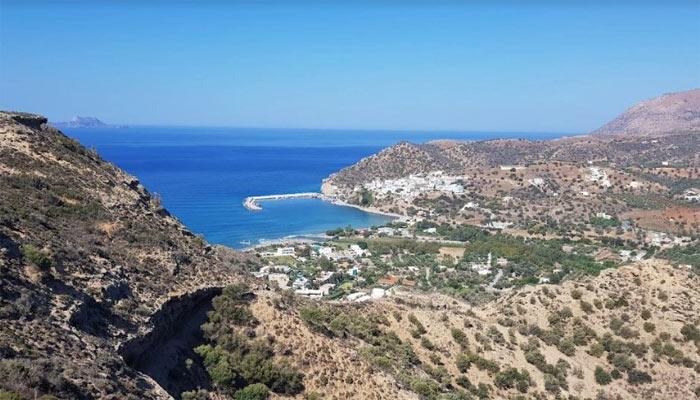 Фото города с вершины горы на Крите