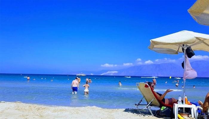 Пляж Almyros Beach на курорте Элунда на Крите
