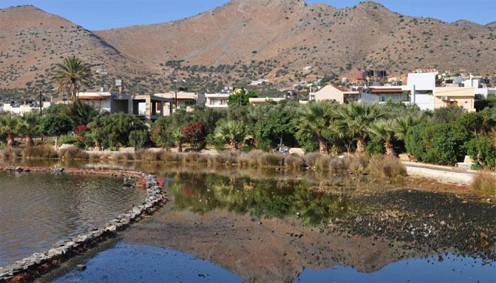 Исторический памятник Elounda Salinas в поселке Элунда на Крите