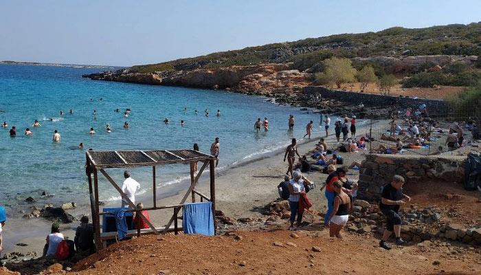 Пляж Колокита на курорту Элунда на Крите