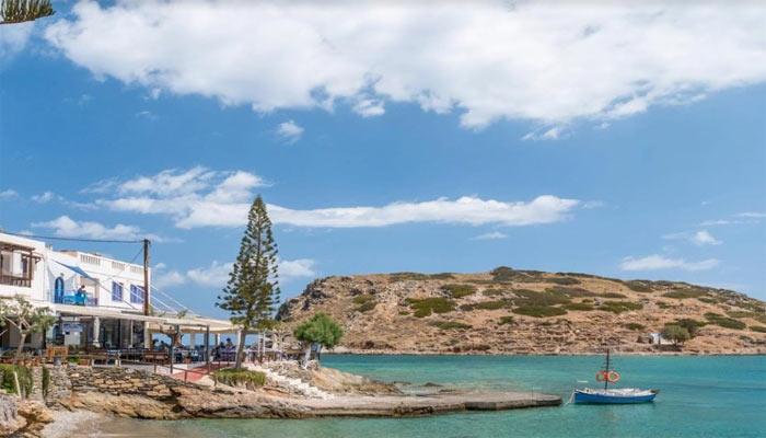 Остров и деревня Мохлос в Греции