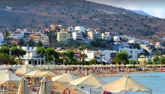 Пляж Elounda Beach на курорте Элунда на острове Крит