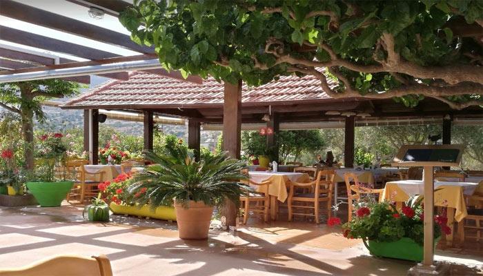 Семейная таверна Paradisos на курорте Элунда на острове Крит