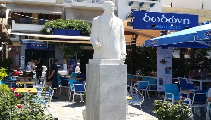 Памятник Элефтериосу Венизелосув Агиос Николаос на Крите
