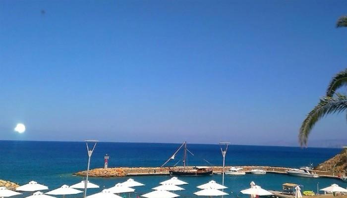 Утро в городе Агиос Николаос на Крите