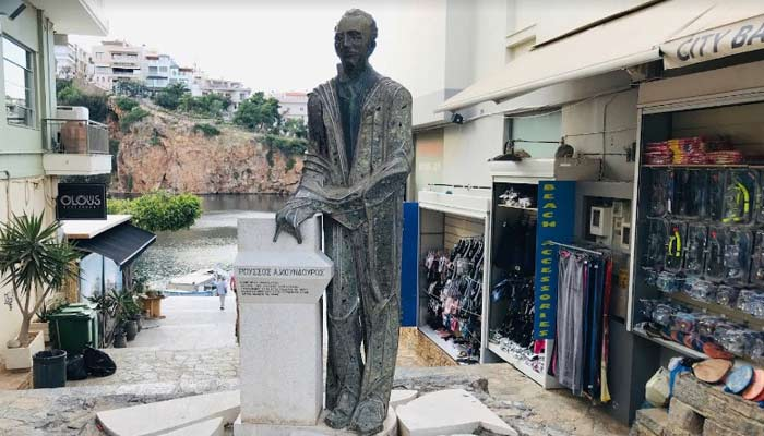 Статуя Руссос Кундурос в Агиос Николаос