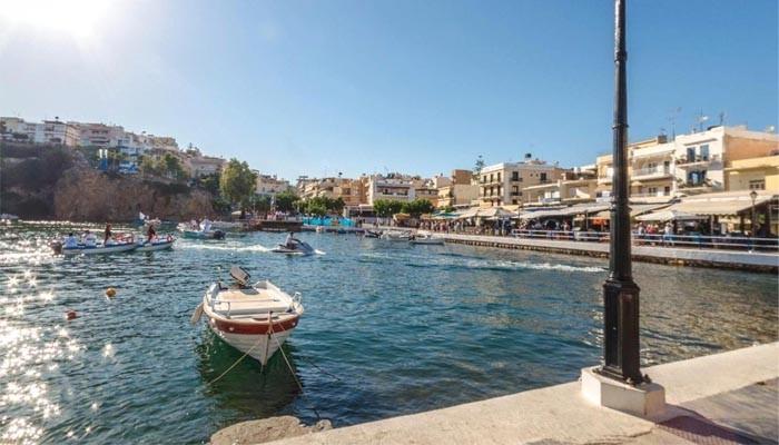 Набережная Агиос Николаоса на острове Крит