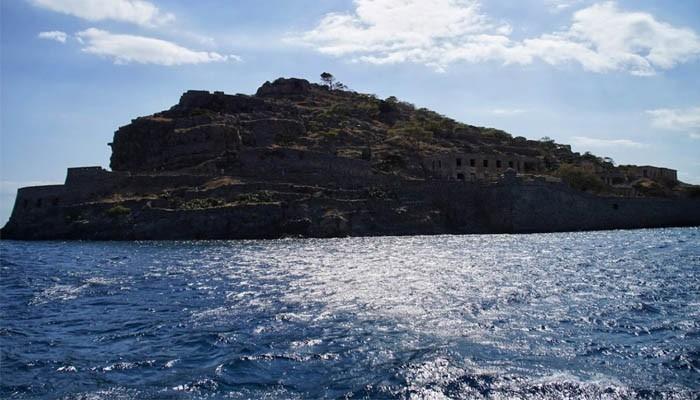 Остров Спиналонга вблизи острова Крит
