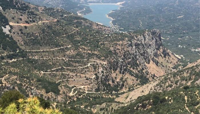 Вид сверху на Ласситийские горы на Крите