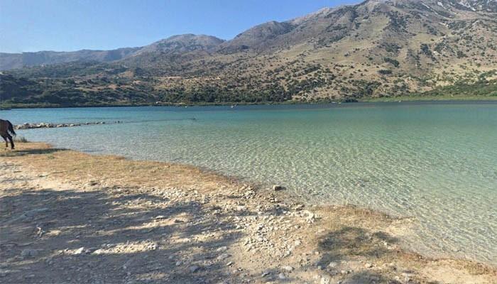 Берег озера Курнас на Крите