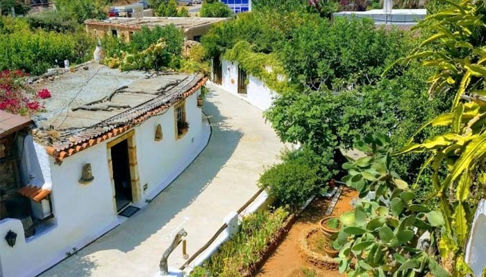 Фото улочки музея Лихностатис на Крите