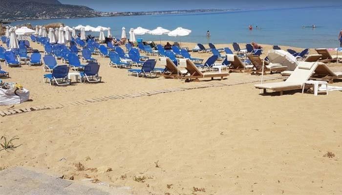 Пляж Маллион в поселке Малия на острове Крит