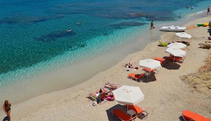 Берег пляжа Sarantari на Крите