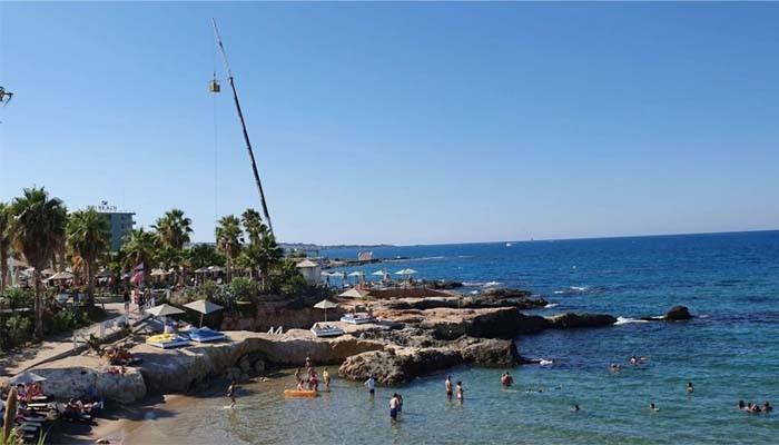 Вышка для прыжков с банджи на Starbeach на острове Крит