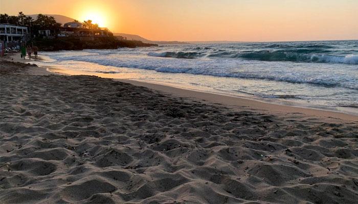 Закат на пляже Икарос и Кернос города Малия на Крите