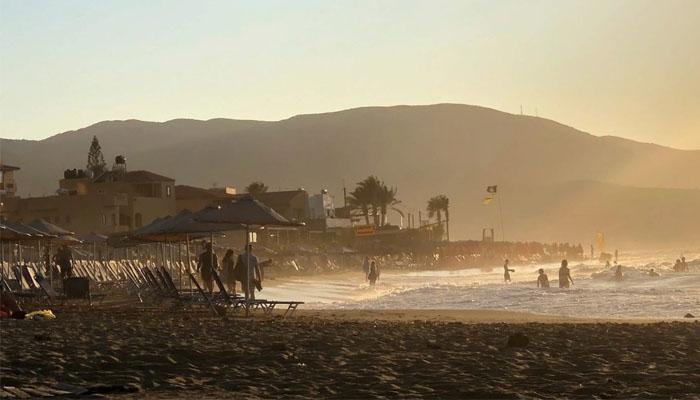 Фото ветреной погоды на пляже Малии на Крите