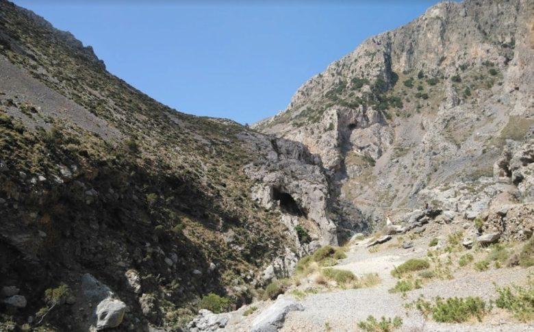 Курталиотское ущелье под горой Курупа на острове Крит